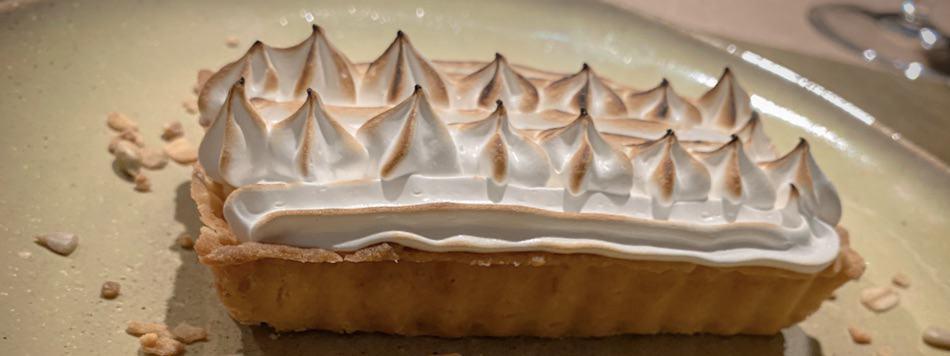 Lemon tartelettes with meringue (and passion fruit coulis)